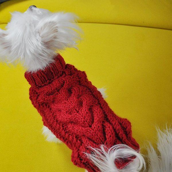 Wełniany sweterek dla psa ręcznie robiony na drutach